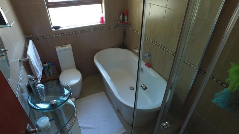 House For Sale in Highbury, Kuilsriver